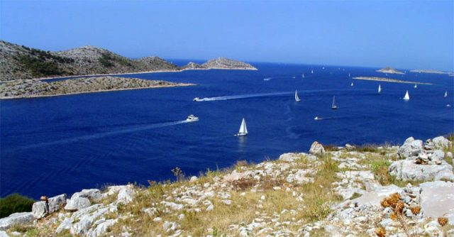Sailing around the Kornati islands. Pic credit: Sporki,