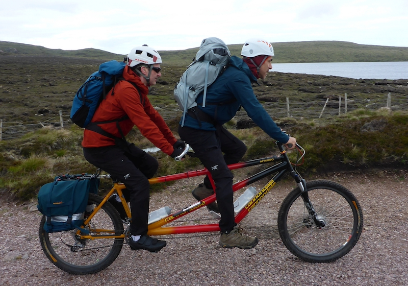 Red Széll and Matthew Wootliff on the approach to Am Buachaille (photo Nick Carter)